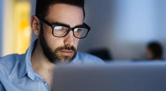 Man doing data analysis - services respondi mobile