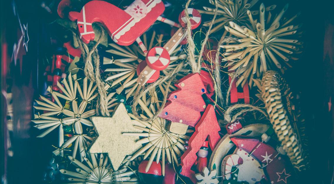 Der Jahresausklang in deutschen Büros – vom Weihnachtsgeld und Wichteln