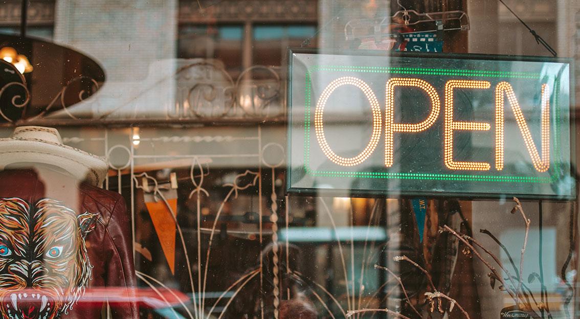 Trotz Lockerungen und geöffneten Geschäften halten die Deutschen am Onlineshopping fest